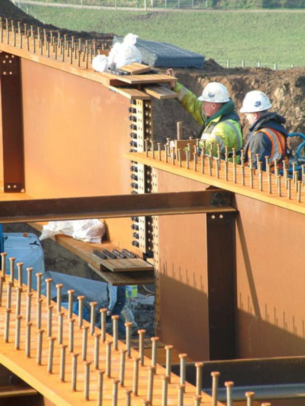 Installing centre section of deck beams